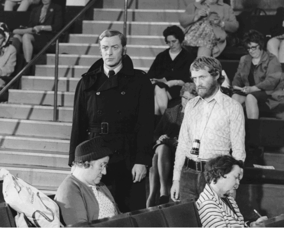 Michael Caine (links) und Mike Hodges am Set von GET CARTER